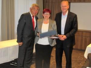 Margit mit dem Präsidenten des Badischen Sportbundes Heinz Janalik und Frank Nauheimer vom Sportkreis Pforzheim